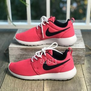 pretty nice 00d95 71ffa Women s Nike Roshe Shoes   Poshmark